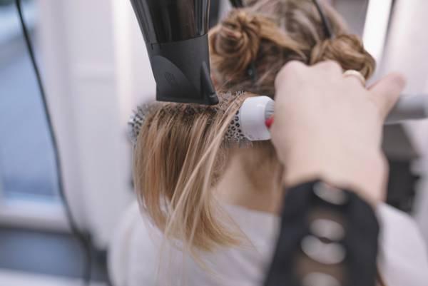 تاثیر سشوار بر ریزش مو